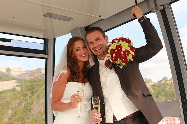 wedding-1787972_640