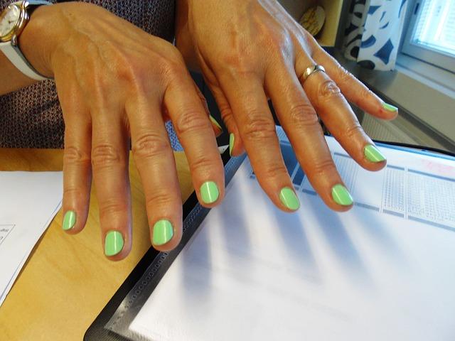 hands-667633_640