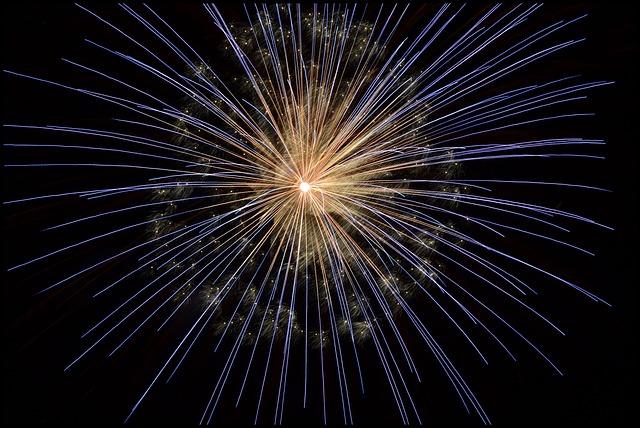 fireworks-102971_640